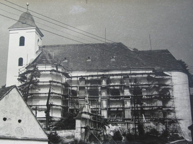 Foto č.1 - oprava kostela v roce 1963